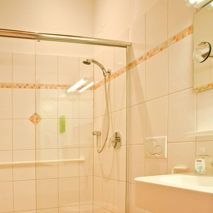 Gartenhotel-Feldeck-Doppelzimmer-komfort-Bad