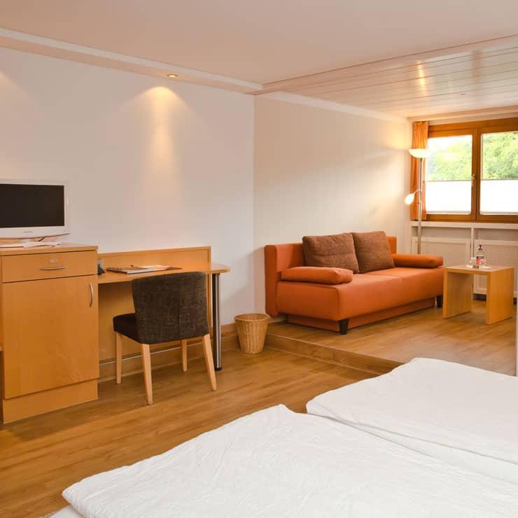 Gartenhotel-Feldeck-Doppelzimmer-komfort-Blick-ins-Zimmer