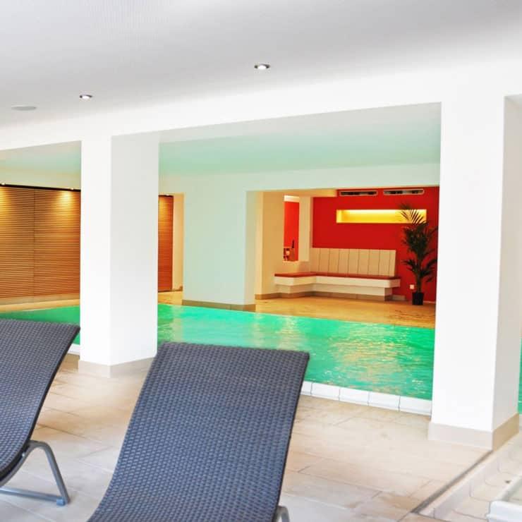 Gartenhotel-Feldeck-Hallenbad-Blick-auf-Pool